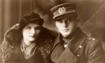 Kapitonas Jonas Noreika-Generolas Vėtra su būsima žmona Antanina Karpavičiūte. Apie 1936 m., Palanga,  LGGRTC nuotr.