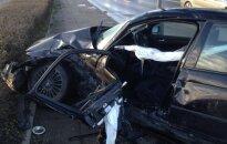 Nufilmuota žiauri avarija Kauno centre: BMW nusviedė lyg kamuolį