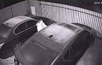 Nufilmuoti vagys - recidyvistai: brovėsi į namus, o grobį išsiveždavo namo šeimininkų mašina