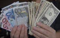 Euro vertė nukrito į žemiausią lygį nuo kovo mėnesio
