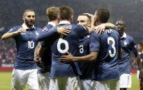 Prancūzijos futbolo rinktinės žaidėjai džiaugiasi