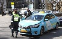 Vilniaus centre susidūrė tos pačios taksi įmonės automobiliai, nukentėjo keleivė
