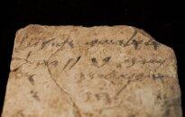 Iššifruotas 2600 m. senumo užrašas ant molio šukės – autorius prašė vyno
