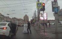 Vaizdo įraše – itin audringas jaunavedžių iš Rusijos konfliktas