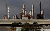 Naftos kainos pirmadienį siekia apie 57 dolerius