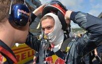 """""""Red Bull"""" pažemino net du kartus S. Vettelį taranavusį rusą D. Kviatą"""