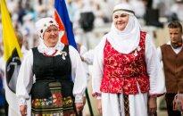 Lietuvių tautiniai drabužiai