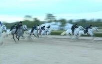 Šiaurės Korėja leido savo žmonėms dalyvauti žirgų lenktynių lažybose