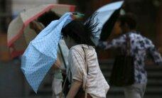 """Japonijoje toliau siaučia taifūnas """"Vongfong"""""""