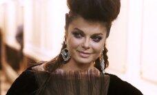90-ųjų Rusijos sekso simbolis Nataša Koroliova vėl stulbina iškirptėmis