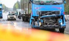 Vilniaus pakraštyje miškovežis trenkėsi į vilkiką - prispaustas vairuotojas