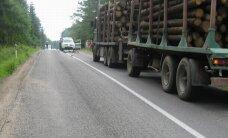 Žuvo du dviratininkai - vieną partrenkė traktorius, kitą - miškovežis