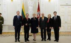 Prezidentė valstybės apdovanojimus įteikė daugiau nei 40 asmenų