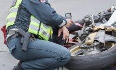 Motociklu važiavęs muitininkas nepakluso policininkams
