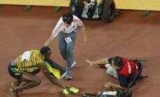 Po pergalės triumfuojantį U. Boltą patrenkė TV operatorius