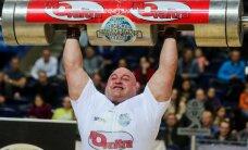 V. Blekaitis iškėlė 200 kilogramų sveriantį rąstą ir tapo čempionu