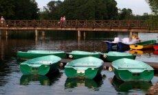 Tiltas per ežerą, vedantis į Trakų pilį