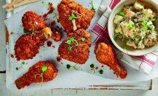Traškūs vištienos kepsneliai su bulvių salotomis