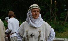 Skulptūros deivei Veliuonai atidengimas, Romuvos vaidilė Inija Trinkūnienė, Jono Vaiškūno nuotr.