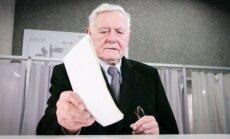 Valdas Adamkus casting his vote at the Seimas elections in 2016