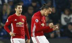 """Zlatanas Ibrahimovičius džiaugiasi įvarčiu į """"Leicester City"""" vartus."""