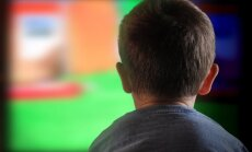 Specialistai perspėja: televizorius – blogis, saugokite vaikus