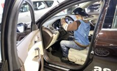 Vaikas prie vairo