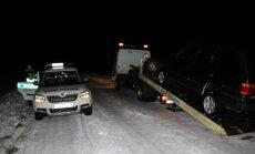 Konfiskuojamas brakonierių automobilis