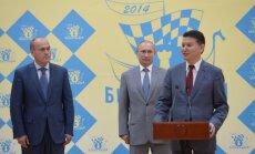 Kirsaną Iliumžinovą (dešinėje) remia ir Vladimiras Putinas