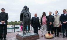 Gandhi skulptūros atidengimas (Rusnės sen. archyvo nuotr.)