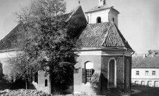 Šv. Mikalojaus bažnyčia.  Ją išgelbėjo Dievo Apvaizda. Visi aplink esantys pastatai nukentėjo nuo bombardavimo ir buvo nugriauti. 1944 m.