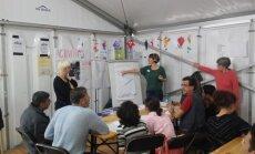 Vokiečių kalbos pamoka Diuseldorfo pabėgėlių prieglaudoje