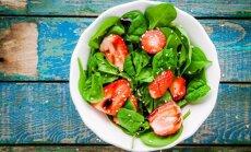 Braškių ir špinatų salotos