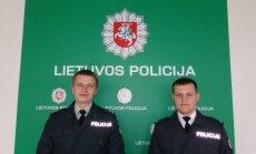 Nuotraukoje iš kairės tyrėjas Irmantas Staliauskas ir vyriausiasis patrulis Antanas Dervinis