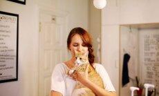 Ievai patinka prižiūrėti kates