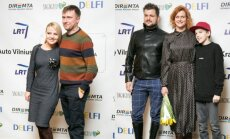 Marius ir Renata Jampolskiai, Dominykas Kubilius ir Laura Paukštė su sūnumi