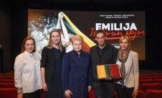 Dalia Grybauskaitė su filmo Emilija iš Laisvės alėjos komanda