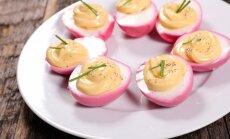 Burokėlių sultyse marinuoti kiaušiniai