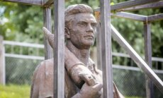 T. Kačerauskas. Žaliojo tilto skulptūros – politinis ledonešis laimi
