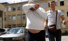 Įtariamieji per muštynes nužudę vyrą atvesdinti į teismą