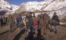 Nepalo Himalajuose gelbėjami pūgos užklupti žmonės
