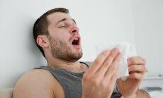 Vyras čiaudi, čiaudulys, sloga, peršalimas, gripas, alergija