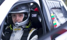 D. Butvilas važiuoja Škoda Fabia R5 automobiliu