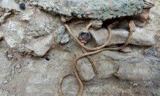Graikijoje, kario kape rasta auksinė grandinėlė