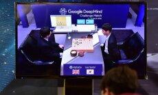 """""""Google"""" superkompiuteris įveikė Go čempioną per pirmąją iš penkių partijų"""