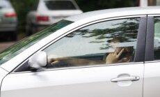 Kalbėjimas telefonu automobilyje gali būti apskritai uždraustas