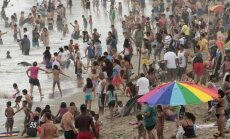 Žmonių pilnas Santa Monikos paplūdimys