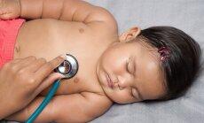 nutukęs, storas kūdikis, antsvoris, nutukimas, vaikas pas gydytoją, gydytojo apžiūra