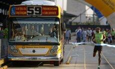 Usainas Boltas lenktyniavo su autobusu