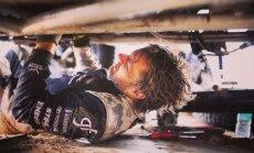 Benediktas Vanagas pats remontuoja greičių dėžę